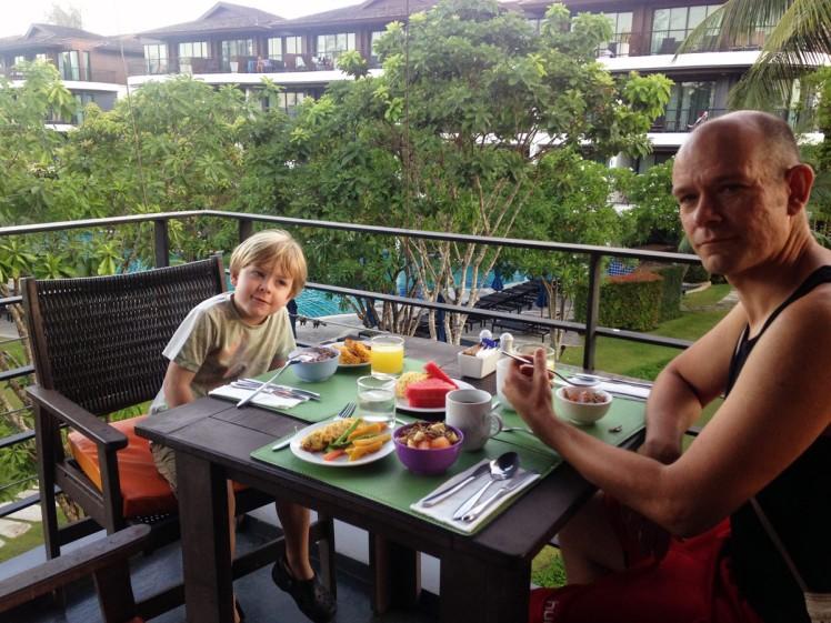 AoNang-hotell-frukost2