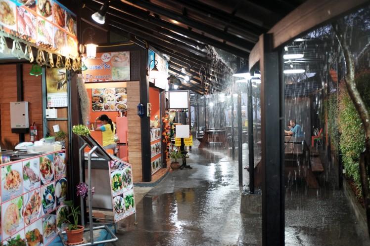 Thailand-Noppharathara-foodcourt0-regn