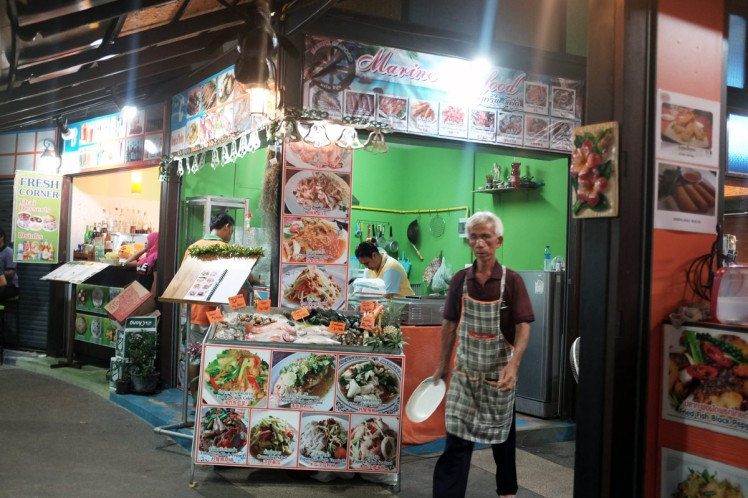 Thailand-Noppharathara-foodcourt1