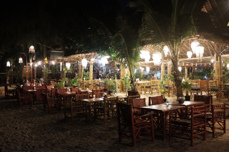 KohLanta-KlongDao2016-strand7-restaurang1.jpg