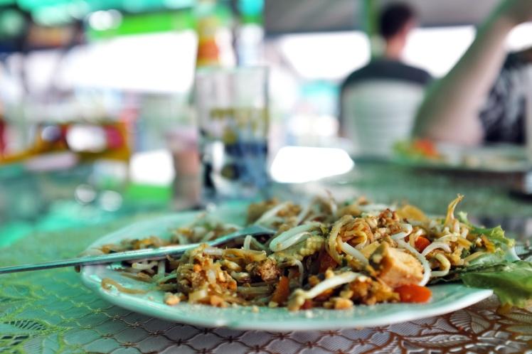 KohLanta2016-BanSaladan-restaurang3-padthai
