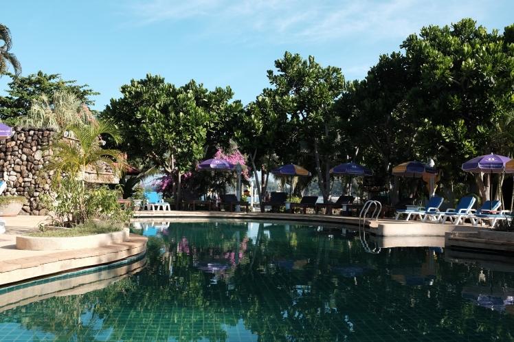 Thailand2016-KohLanta-hotell-pool1