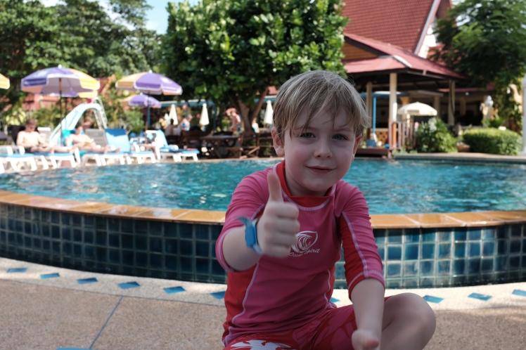 Thailand2016-KohLanta-hotell-pool2