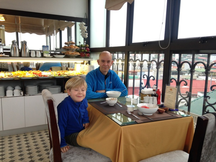 hanoi-hotell8-frukost