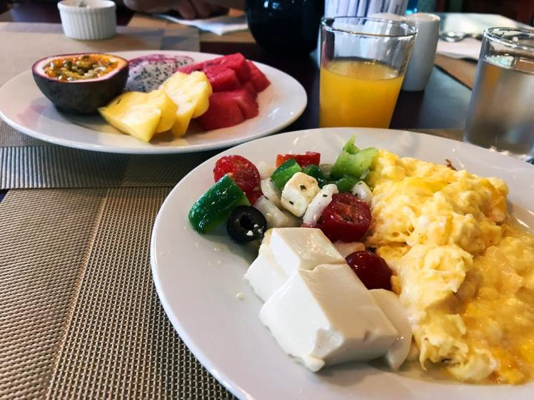 hanoi2018-lagenheten-frukost