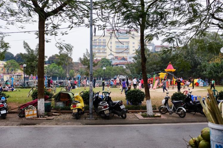 Hanoi2018-TayHo-parken.jpg