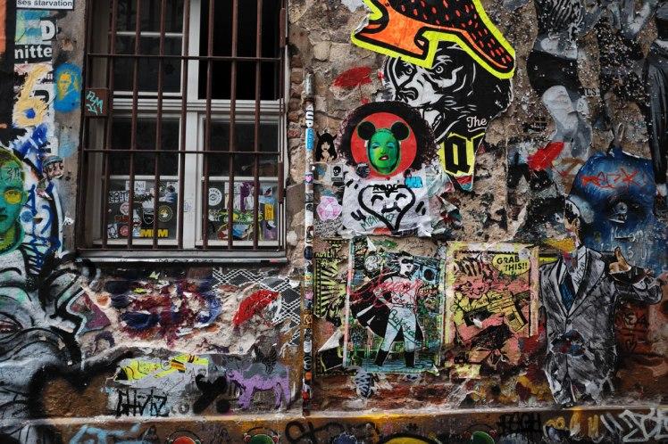 Berlin-HackescherMarkt-streetart-red.jpg