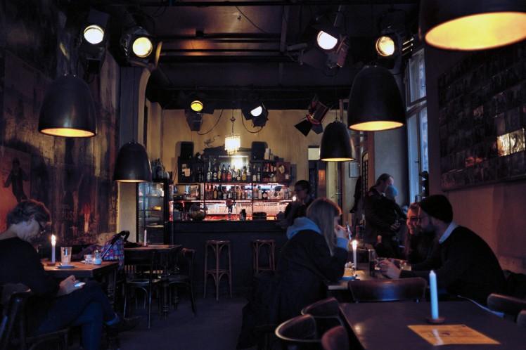 Berlin-HackescherMarkt-CafeCinema1