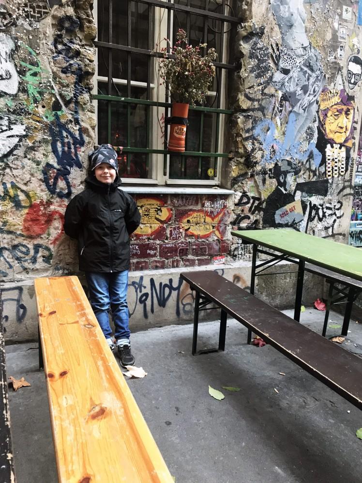 Berlin-HackescherMarkt-streetart10