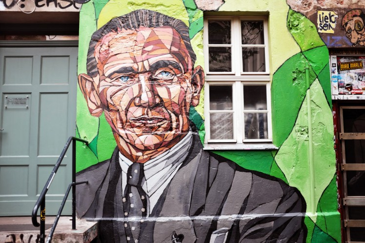 Berlin-HackescherMarkt-streetart2